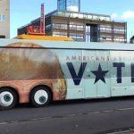 El llamativo autobús con la cara de Donald Trump