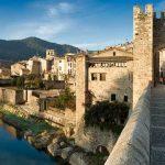 Besalú: viaja a la Edad Media en autocar