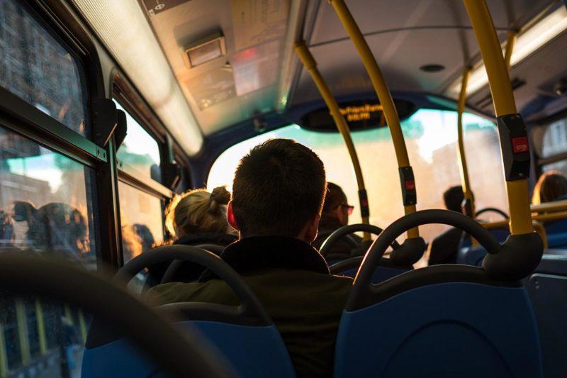 evitar los mareos en el autocar