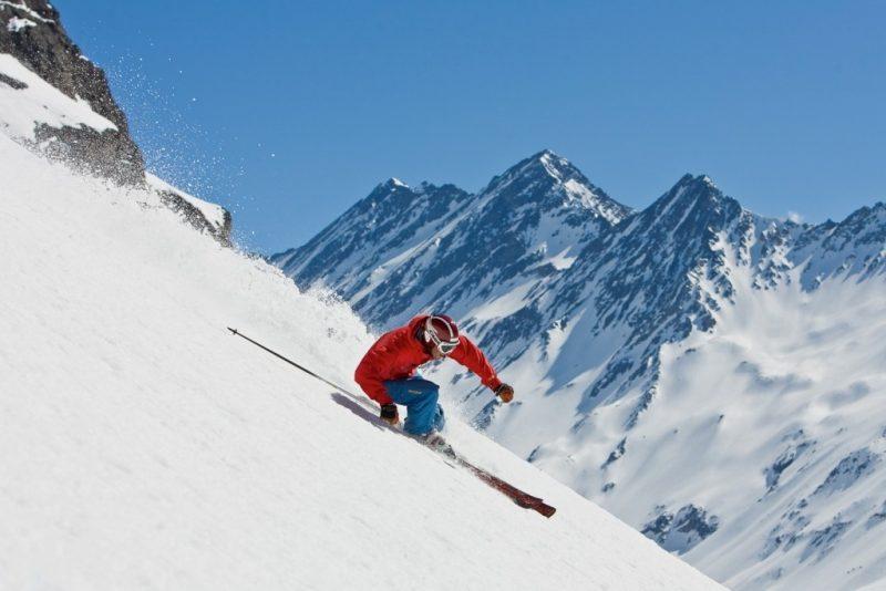 Gente esquiando